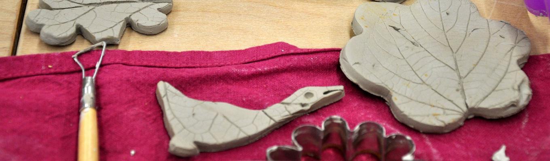 gąska i listek ulepiony z gliny przez dzieci